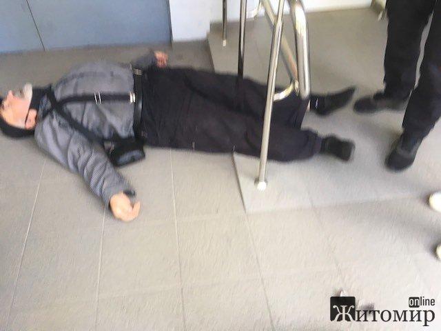 У житомирського священика - серцевий напад, бо йому заломали руки і тягли до поліції? ФОТО