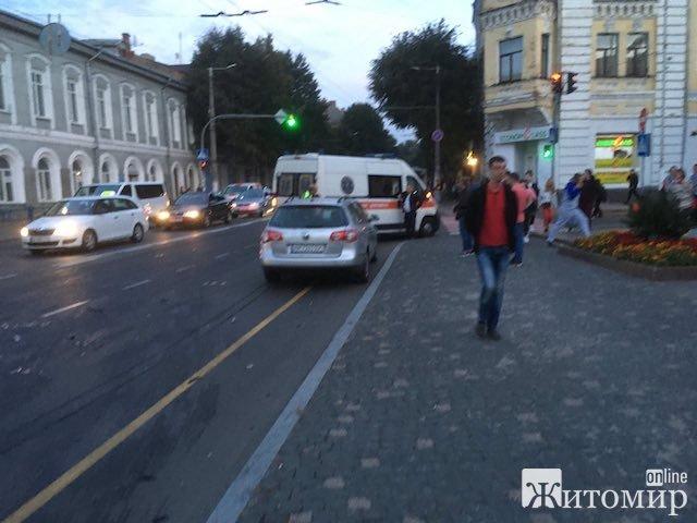 Велика аварія біля пам'ятника Пушкіну у Житомирі. ФОТО