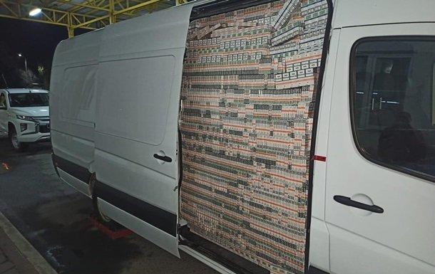 На Закарпатті податківці віддали 735 тисяч пачок сигарет за 1 копійку