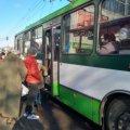 У Житомирі діти не можуть доїхати до шкіл, бо їх через карантин не пускають у тролейбуси