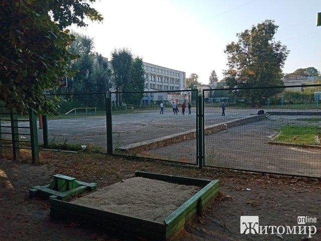 Фірма колишнього нардепа візьметься за реконструкцію спортмайданчика на території житомирського ліцею