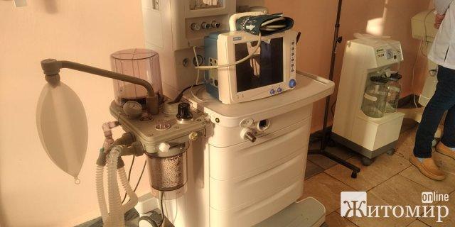 В одній з житомирських лікарень з'явився сучасний апарат штучної вентиляції легень. ФОТО