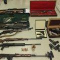 На Житомирщині поліцейські зупинили автомобіль: в салоні та багажнику виявили зброю, мисливські ножі та набої