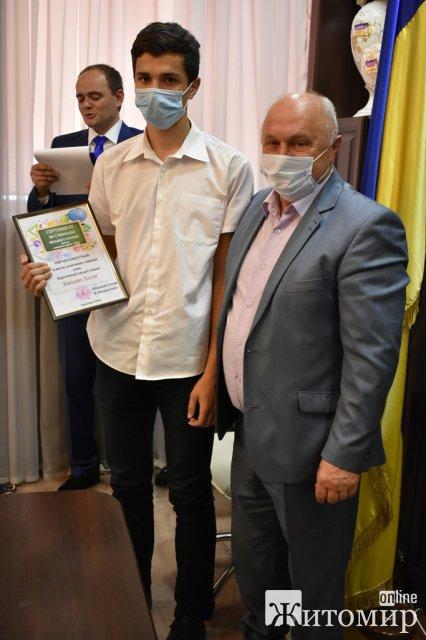Обдаровані школярі Коростеня отримали стипендії мера. ФОТО
