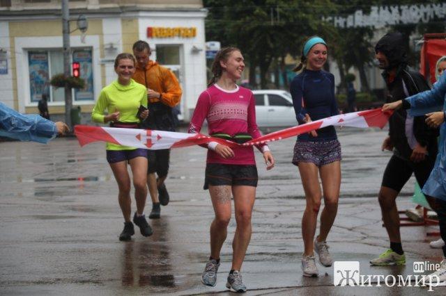 Як у дощ в Житомирі відбувався Космічний напівмарафон. ФОТО