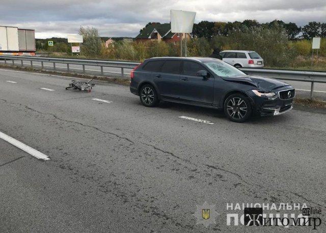 У Новоград-Волинському районі Volvo збив 17-річного велосипедиста: юнак загинув. ФОТО