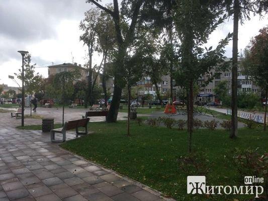 Житомирський скверик на вулиці Лятошинського сьогодні вранці після дощу. ФОТО