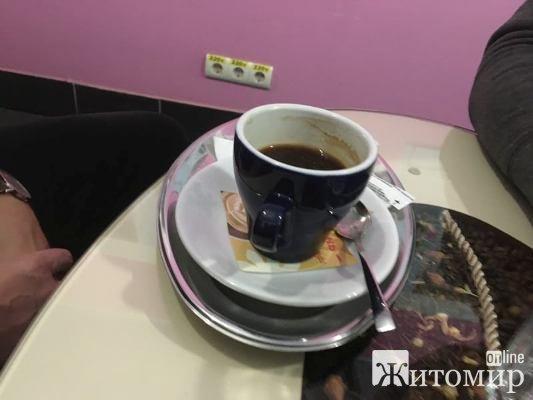 Відгадайте з першого разу, де зараз у Житомирі п'є каву відомий письменник Симор Гласенко? ФОТО