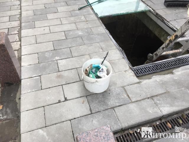 """У Житомирі знову ремонтують """"сухомлинівське провалля"""". ФОТО"""
