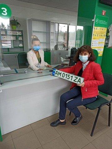 У Житомирі зареєстрували перше авто з зеленими номерами. ФОТО