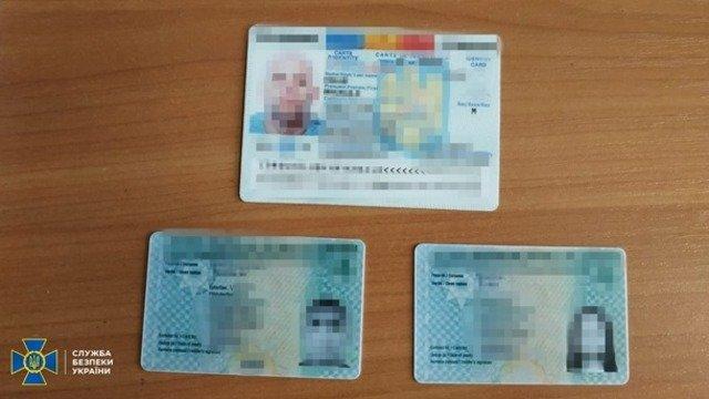 """В Україні п'ять """"друкарень"""" підробляли паспорти ЄС. ФОТО"""
