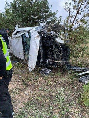 На Житомирщині Lexus злетів з дороги та перекинувся, травмовані двоє людей. ФОТО