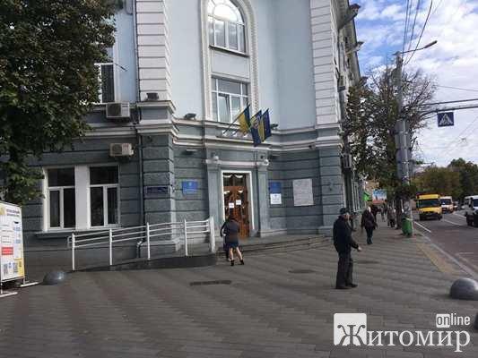 У Житомирській міськраді з мешканцями міста розмовляють мовою тюремних наглядачів та фашистських пол ...