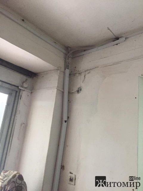 У Баранівці люди нарікають на антисанітарне відділення банку, яке закривається на санітарну годину. ФОТО