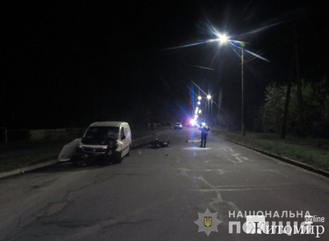 У Малині мотоцикл врізався в Peugeot: водій двоколісника загинув одразу, а жінка - в лікарні. ФОТО