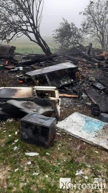 Дітям з Черняхівського району, чий будинок згорів, потрібна матеріальна та фінансова допомога. ФОТО