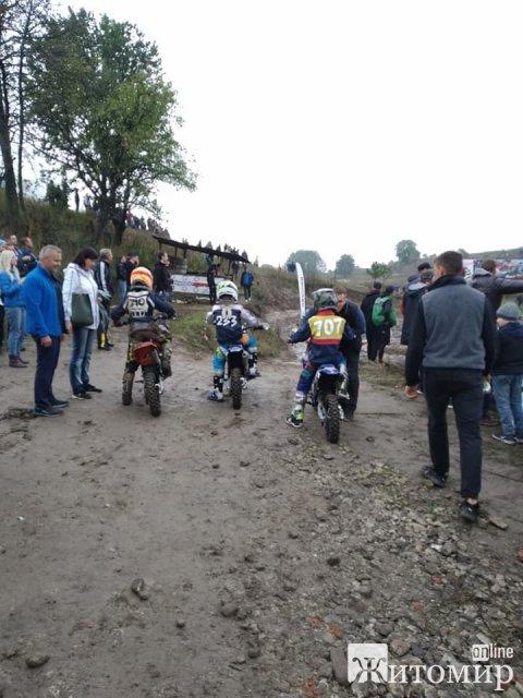 У селі під Житомиром стартував мотокрос. ФОТО