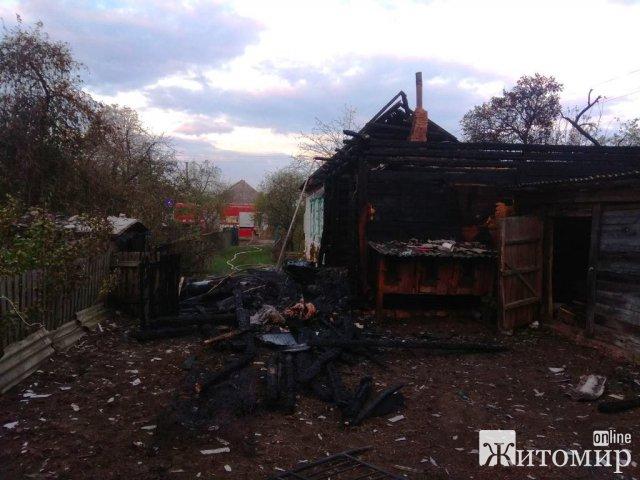 У Радомишлі жінка розтопила грубу та пішла відпочивати - пожежа знищила частину будинку. ФОТО