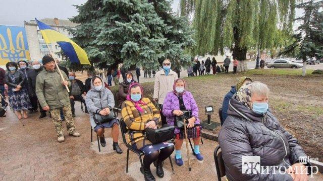 В Овручі відкрили стелу захисникам України. ФОТО
