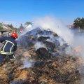 У селі Житомирської області горіло 300 тюків сіна. ФОТО