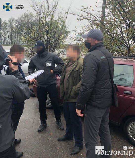 У райцентрі Житомирської області затримали посадовця поліції на хабарі у 20 тис. грн. ФОТО