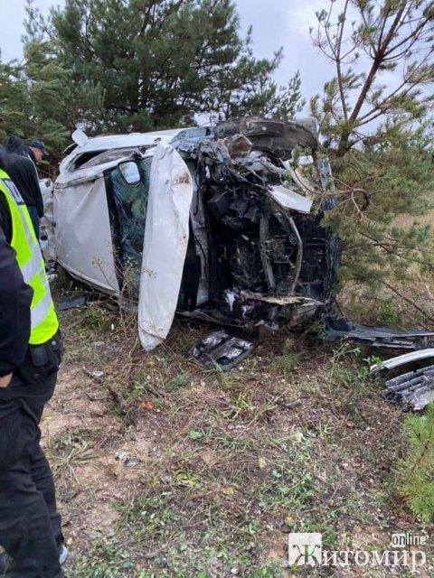 У Житомирській області зіштовхнулись автомобілі: шестеро травмованих. ФОТО