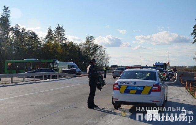 Неподалік Житомира Ford зіштовхнувся з автобусом. ФОТО