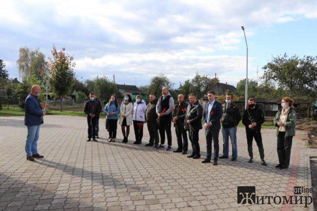 На фасаді гімназії в місті Житомирської області відкрили меморіальну дошку учаснику АТО Миколі Гайчені. ФОТО