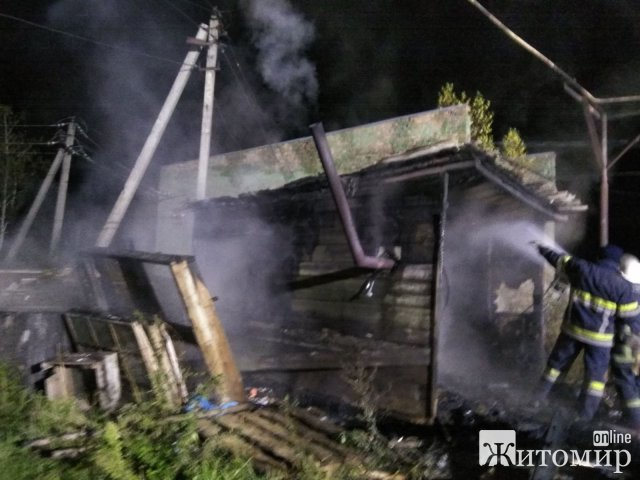 У Житомирському районі горів дерев'яний житловий будинок, власник напередодні топив піч. ФОТО