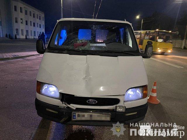 На Покровській у Житомирі Ford Transit збив жінку, яка померла на місці ДТП. ФОТО