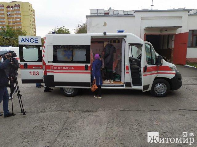 """Житомирський обласний центр екстреної медичної допомоги отримає 10 нових """"швидких"""". ФОТО"""