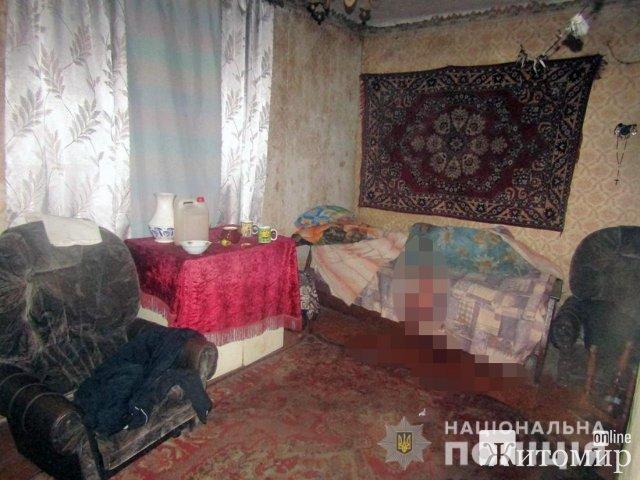 У Новограді-Волинському співмешканець ножем вдарив 41-річну жінку та пішов геть. ФОТО