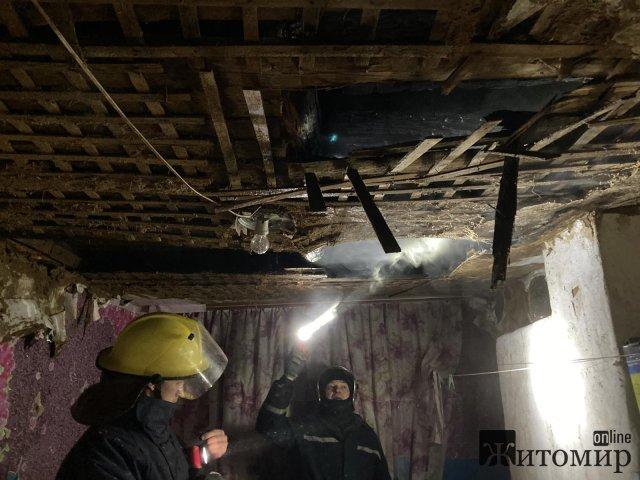 У Коростишеві горів будинок, а в районі - господарська будівля, де зберігалися сіно та дрова. ФОТО