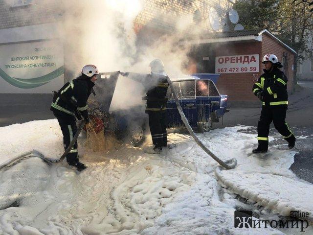 На трасі в Житомирській області горіла вантажівка, а в Чуднові - ВАЗ. ФОТО