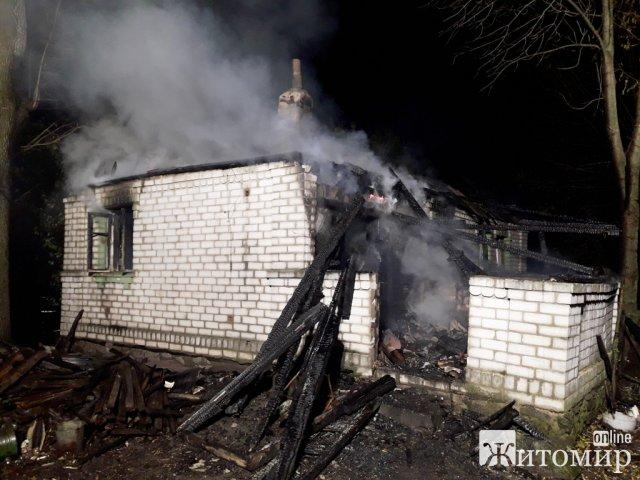 У Житомирській області горів будинок: в оселі виявили тіло жінки. ФОТО