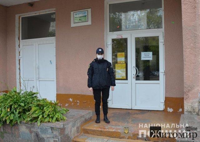 """СБУ викрила """"перевертнів"""", які займалися """"прослушкою"""" і продажем зброї: обшуки проводили і в Житомирі"""