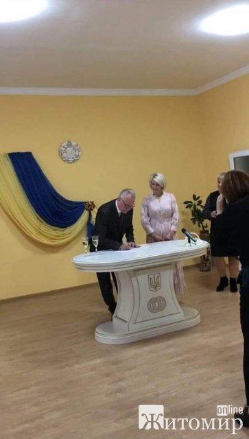 Колишній мер Новограда-Волинського одружився з секретарем  міськради. ФОТО