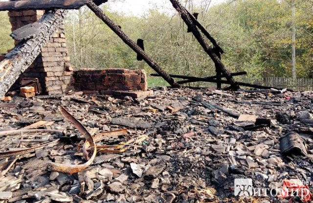 У родині на Житомирщині, яка виховує 9 діток згоріла частина будинку. ФОТО