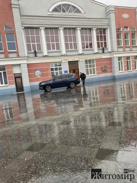 Дощова Михайлівська з одинокою автівкою. ФОТО