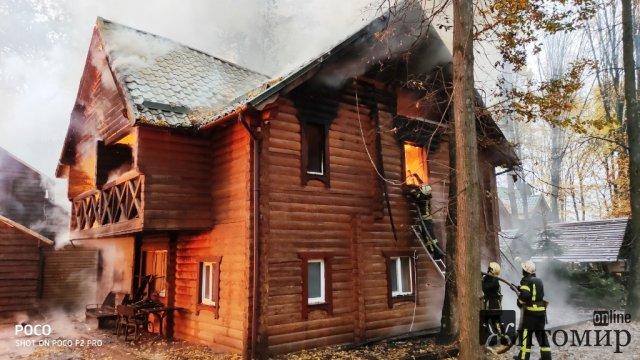 Біля Житомира горів готельно-ресторанний комплекс. ФОТО