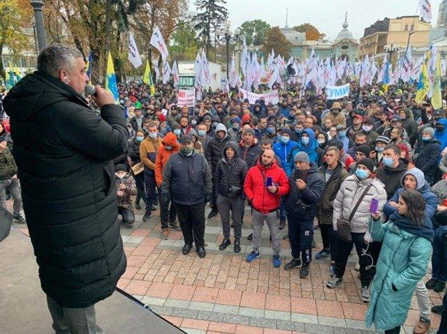 """У Києві """"євробляхери"""" заблокували урядовий квартал. ФОТО"""