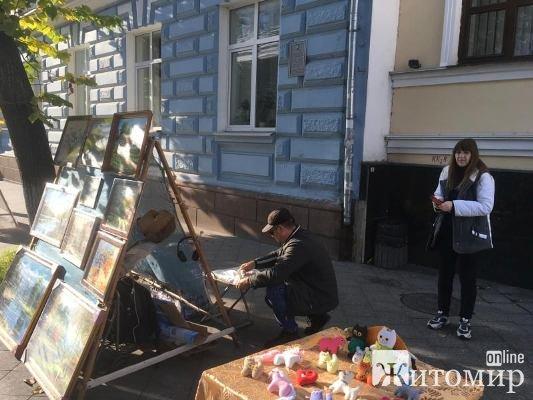 Ранок на Михайлівській. Художники. ФОТО