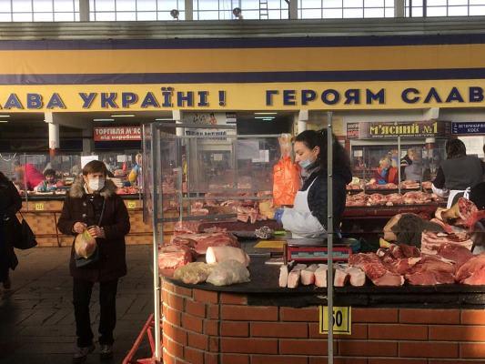 """М'ясний павільйон Житнього ринку у Житомирі зайняв """"кругову оборону"""""""