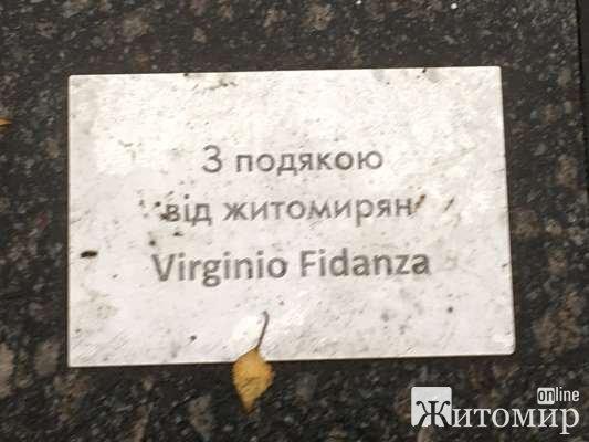 Чи знає Віржініо Фіданса в Італії, що у Житомирі доламують його фонтан? ФОТО