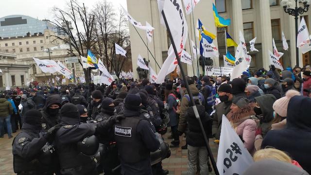 Сьогодні під Верховною радою побили підприємців, які вийшли на протест. ВІДЕО