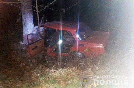 На Житомирщині поліцейські загасили автомобіль та врятували двох людей. ФОТО