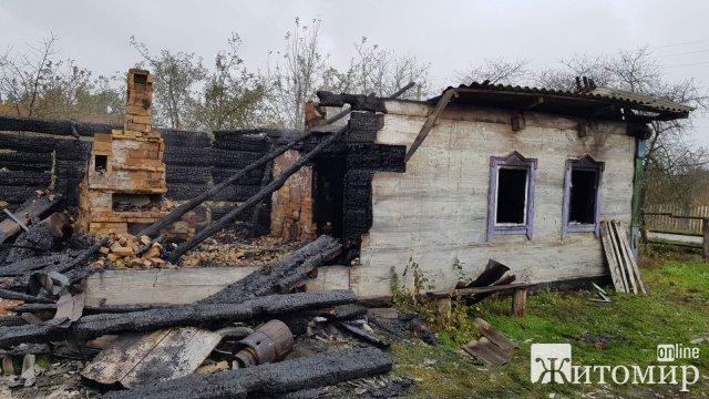 У селі Житомирської області горів дім: в кімнаті знайшли тіло чоловіка. ФОТО