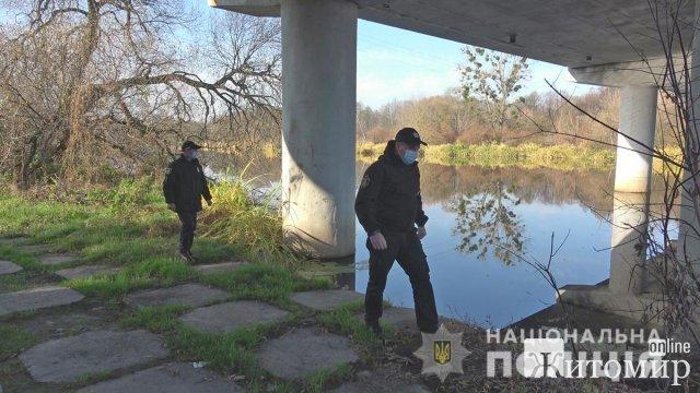 Поліцейські та рятувальники прочісують ліси й водойми в пошуках жителя Житомирщини, який зник з пасинком. ФОТО