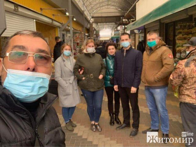 """У Житомирі запрацювала мобільна група, яка допомагатиме підприємцям під час """"карантину вихідного дня"""". ФОТО"""