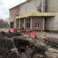 У центрі Житомира будівельники знову розрили траншеї і надовго полишили їх. ФОТО